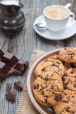 Schokoladensplitter coockies mit Kaffee Lizenzfreie Stockfotografie