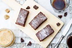 Schokoladensplitter, Erdnussbutter-Schokoriegel stockbild