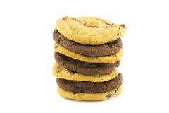 Schokoladensplitterplätzchen auf weißem Hintergrund Lizenzfreie Stockfotografie