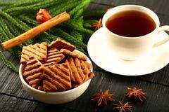Schokoladensplitterplätzchen Frühstück des strengen Vegetariers mit Kaffee Stockfotos