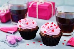 Schokoladensplitterschokoladenkleine kuchen für Valentinsgruß ` s Tag lizenzfreie stockfotos