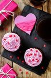 Schokoladensplitterschokoladenkleine kuchen für Valentinsgruß ` s Tag stockfoto