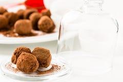 Schokoladentrüffeln. Handgemachte Schokoladentrüffelsüßigkeiten Lizenzfreie Stockbilder
