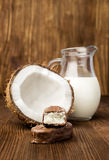 Schokoriegel mit Kokosnussfüllung Stockfotos