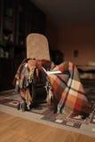 Schommelen-stoel met plaid en boek Stock Afbeeldingen