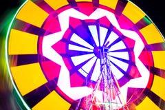 Schommelings lichte kleurrijke achtergrond Foto bij lange blootstelling Stock Fotografie