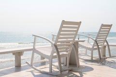 Schommelstoel op het strand Royalty-vrije Stock Afbeelding
