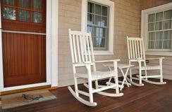 Schommelstoelen op Portiek Stock Foto