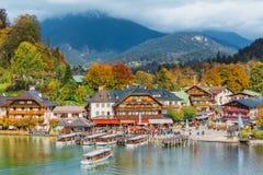 Schonau Konigssee, Germania Una barca facente un giro turistico che gira su Konigssee (il Lake king) Fotografie Stock Libere da Diritti