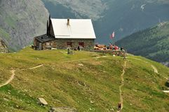 The Schonbiel Refuge. The Schonbiel (2694m)  Refuge in the Swiss Alps Stock Photos