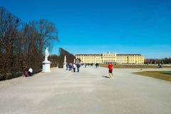 Schonbrunn巴洛克式的宫殿在维也纳,奥地利 免版税图库摄影