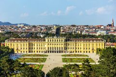 Schonbrunn-Palast in Wien, Österreich, voll- Ansicht stockfotografie