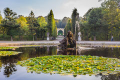 Schonbrunn slottspringbrunn i Wien Arkivbilder