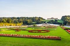 Schonbrunn slottträdgård i Wien Arkivfoto