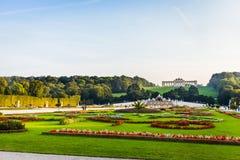 Schonbrunn slottträdgård i Wien Arkivfoton