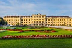 Schonbrunn slottträdgård i Wien Royaltyfri Fotografi