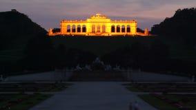 Schonbrunnpaleis in de dag van Wenen aan nachttijdspanne stock video