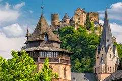 Schonburg slott på Rhendalen nära Oberwesel, Tyskland Fotografering för Bildbyråer