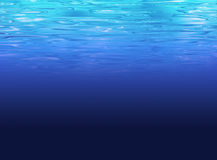 Schone diepzeeachtergrond - duidelijk blauw water Stock Afbeeldingen