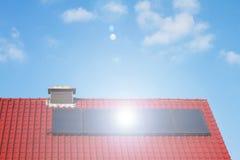 Schone energie door zonnecellen en photovoltaic Royalty-vrije Stock Foto's
