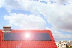 Schone energie door zonnecellen en photovoltaic Stock Fotografie