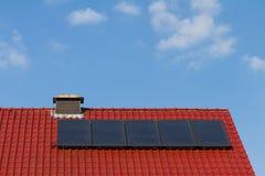 Schone energie door zonnecellen en photovoltaic Stock Afbeelding