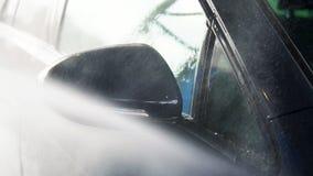 Schone machine, autowasserette met spons en slang stock footage