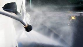 Schone machine, autowasserette met spons en slang stock video