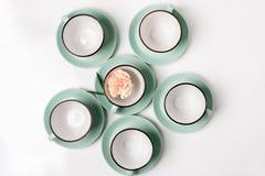 Schone schotels, koffie of geplaatste theekoppen Royalty-vrije Stock Foto