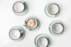 Schone schotels, koffie of geplaatste theekoppen Stock Afbeelding