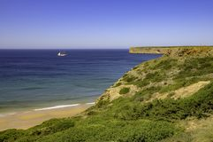 Schoner auf dem Horizont in Portugal stockfoto
