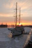 Schoner bei Sonnenuntergang Lizenzfreie Stockfotografie