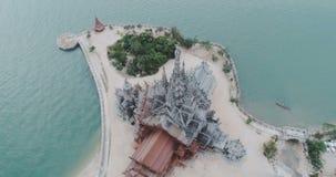 Schongebiet alter Tempel der Vogelperspektive der Wahrheit in Pattaya stock video footage