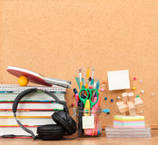 School accessories on desktop with blank pinboard in the backgro. Und Stock Photography