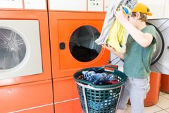 Doing the laundry in a laundromat salon Royalty Free Stock Photos