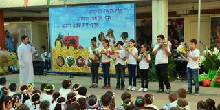 School children celebrating Shavuot (Pentecost) Royalty Free Stock Photography