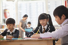 School children drawing during art class, Beijing Stock Image