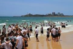 School´s à l'extérieur : La voie australienne de la célébration Photos stock