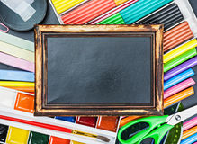 School supplies to the chalkboard Royalty Free Stock Photography