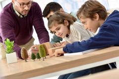School teacher with pupils at biology class Royalty Free Stock Photos