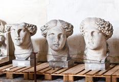 School van beeldhouwers, restauratie van beeldhouwwerken, het depot van de workshopreparatie royalty-vrije stock foto
