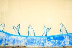 School van sardines op de muur wordt geschilderd die stock afbeelding