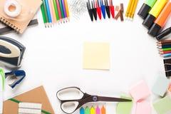 Schoolbehoeften met post-it Stock Afbeelding