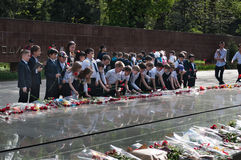 Schoolchildren put flowers to the eternal fire at the memorial Royalty Free Stock Photography