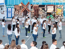 Schoolchildren from the school Katzenelson celebrate 50 years of Royalty Free Stock Images