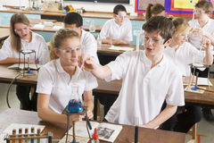 Schoolchildren in a science class Royalty Free Stock Photography