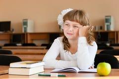 schoolgirl för skola för skrivbordstående s fotografering för bildbyråer