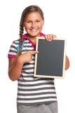 Schoolgirl med den små blackboarden Arkivbilder