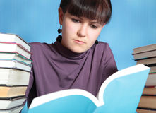 Schoolgirl reading book Royalty Free Stock Photography