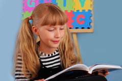 Schoolgirl reading a book Royalty Free Stock Image